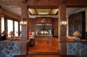 Décoration intérieure en bois massif