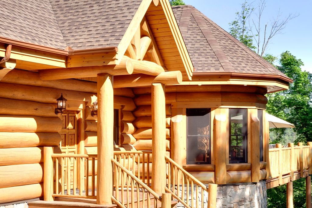 Log home realization with bay windows