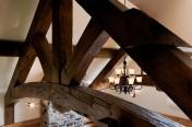 Ferme en charpenterie de bois massif – fini antique